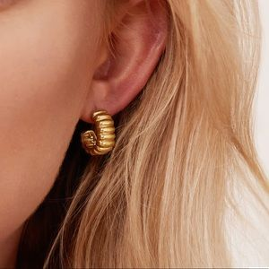 Single Mejuri Charlotte Bold Hoop Earring
